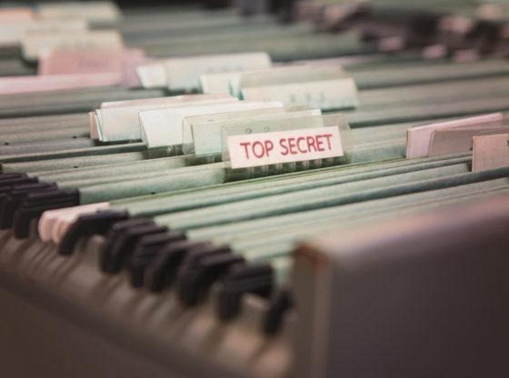 Tajna dokumenta u fascikli u kancelarijskoj fioci