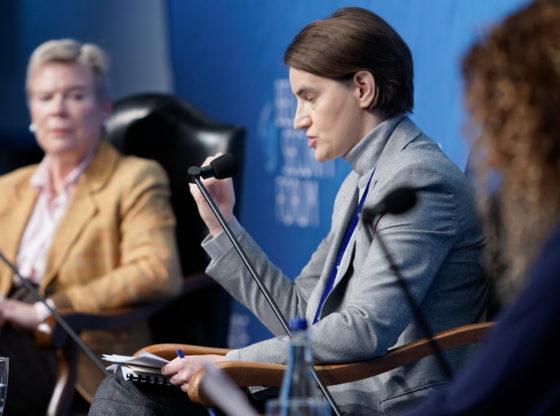 Kad strogo kontrolisani odgovori naiđu na prava pitanja – o iskrenosti Ane Brnabić da njena vlada nije spremna za EU