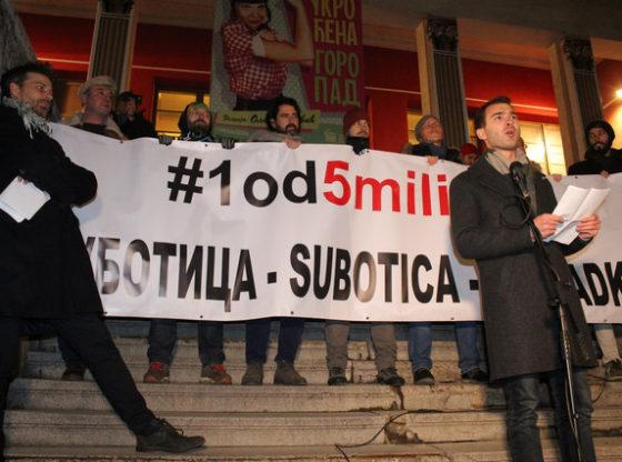 Srbija je postala zemlja u kojoj pravde više nema - govor Vuka Velebita na prvom protestu u Subotici