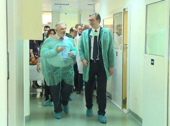 Epidemiolog Zoran Radovanović – Strašno je što Vučić nije bio sprečen da dođe u dodir sa detetom