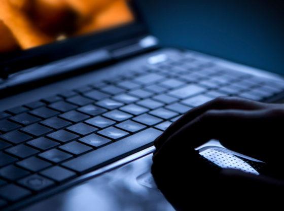 Da li Srbija treba da zabrani maloletnicima pornografiju na internetu? Slučaj Velike Britanije