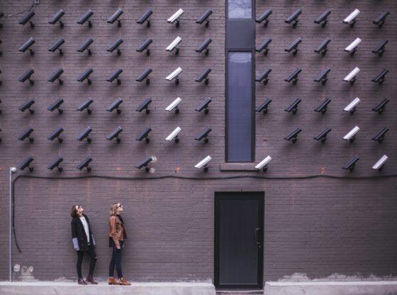 Kamere za prepoznavanje lica na ulicama Beograda — da li nas štite od kriminala ili ugrožavaju slobode?