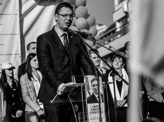 Vučićeve reforme – Od sedenja na stiroporu od patika od 500 evra
