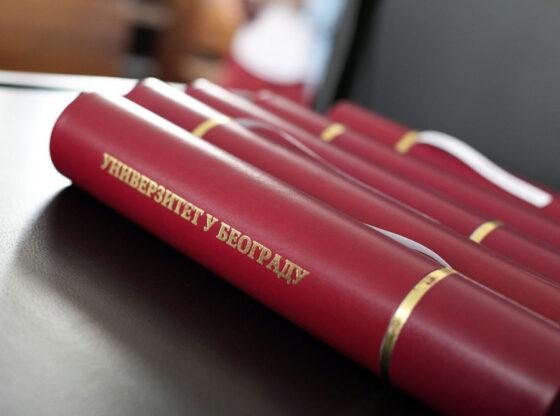Šta razlikuje Dajsona i d'Estena od dobitnika počasnih doktorata BU?